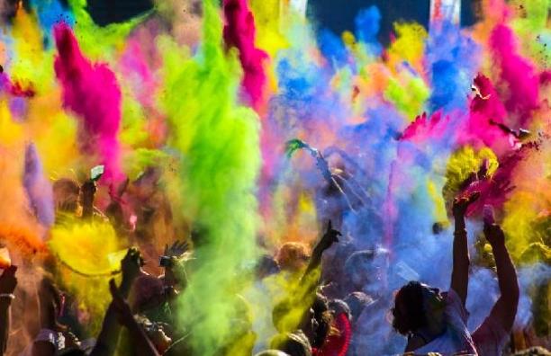 Holi kleur festival, kleurt alles en iedereen