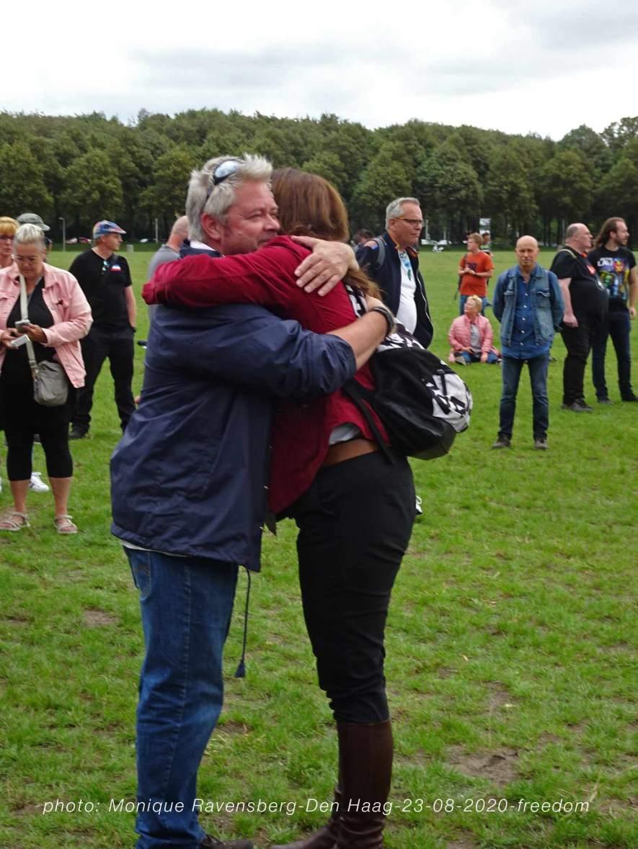 Freedom-Den-Haag-23-08-2020-meet-and-hug