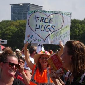Freedom-Den-Haag-Free-hugs