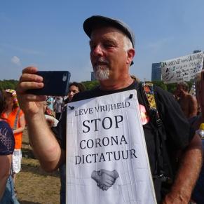 Freedom-Den-Haag-Freedom-demonstrator
