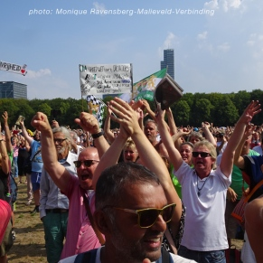 Freedom-Den-Haag-Freedom-hands-up