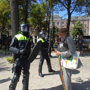 Vrijheid-20-augustus-2020--Den-Haag-oude-man