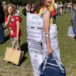 Vrijheid-Freedom-mrstar-Viruswaarheid-message-dress