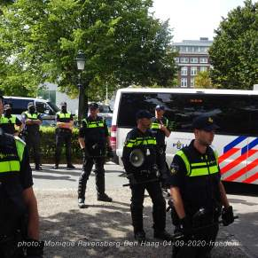 Freedom-Den-Haag-040920-police-army
