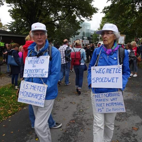 Freedom-Den-Haag-040920-twins