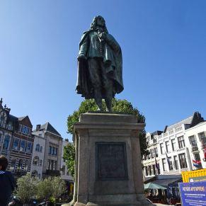 Freedom-Den-Haag-180920-statue