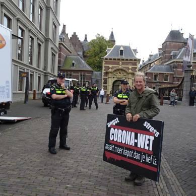 Freedom-Den-Haag-240920-raodblock