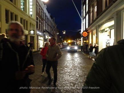 Freedom-Den-Haag-101020-police-hunt