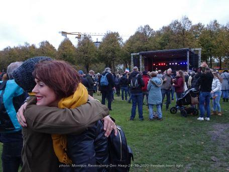Freedom-Den-Haag-241020-hello-hug