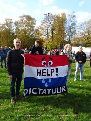 freedom-tour-Apeldoorn-31-10-20-flag
