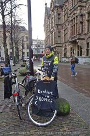 Freedom-Den-Haag-liefde-&vrijheid-lockdown-man