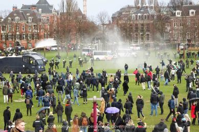 freedom-illegal-government-Amsterdam-17-1-21-chasing-people