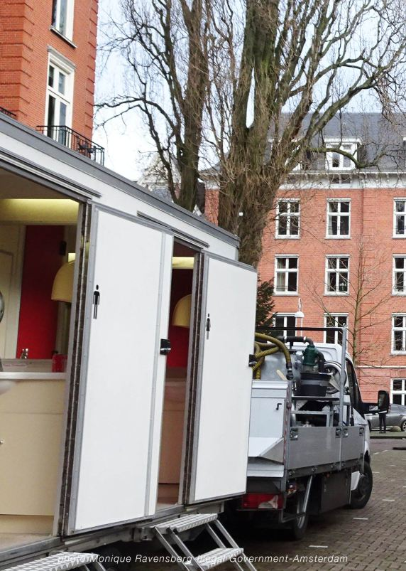freedom-illegal-government-Amsterdam-17-1-21-police-toilet