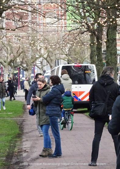 freedom-illegal-government-Amsterdam-17-1-21-sidewalk