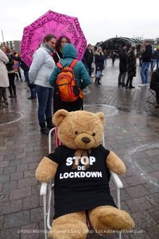 stop-lockdown-mrstardesign-100121-bear