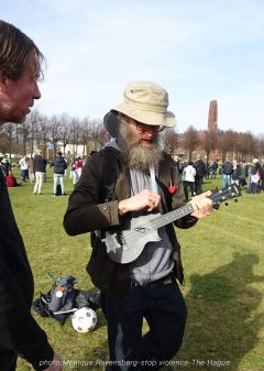 Freedom-stop-violence-The-Hague-ukalele