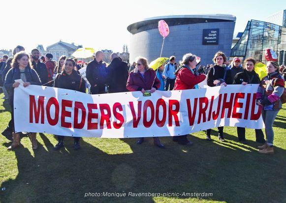Freedom-21-02-28-picknick-Amsterdam-mothers