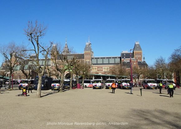 Freedom-21-02-28-picknick-Amsterdam-police-force