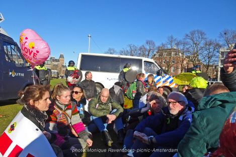 Freedom-21-02-28-picknick-Amsterdam-surrounded