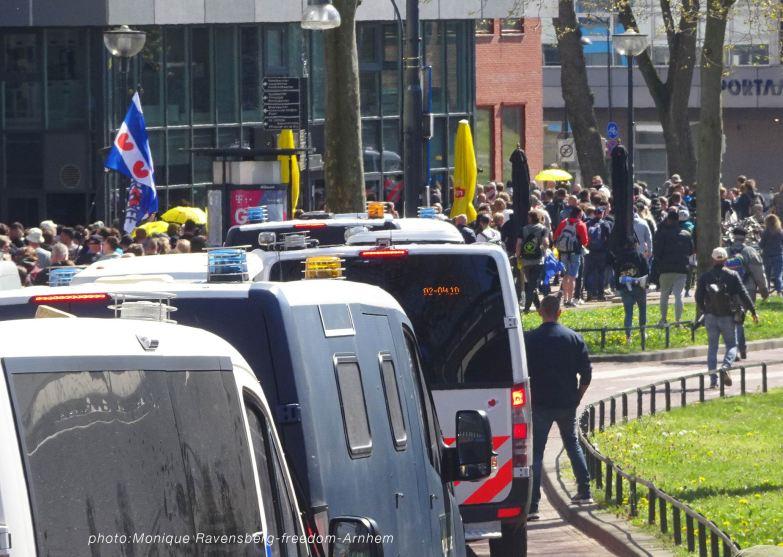 freedom-Arnhem-210427-police-vans