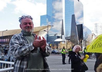 freedom-Rotterdam-walk-200417-applaus