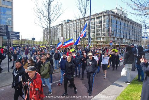 freedom-Rotterdam-walk-200417-crowd