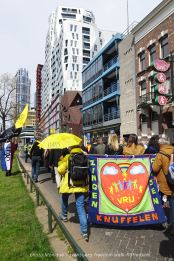 freedom-Rotterdam-walk-200424-free-hug