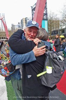 freedom-Rotterdam-walk-200424-hug