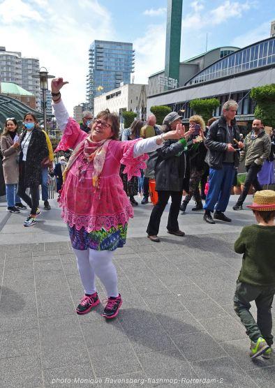 flashmop-210516-Rotterdam-hands-up