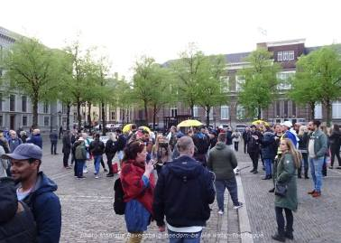 Freedom-210510-The-Hague-crowd