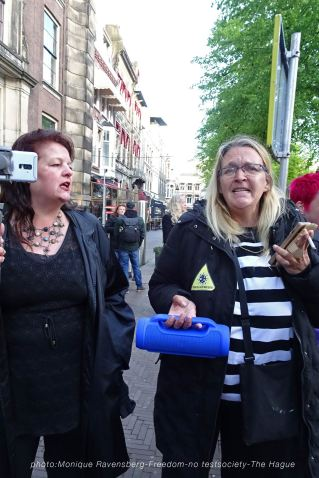 Freedom-210516-The-Hague-sing-along-2