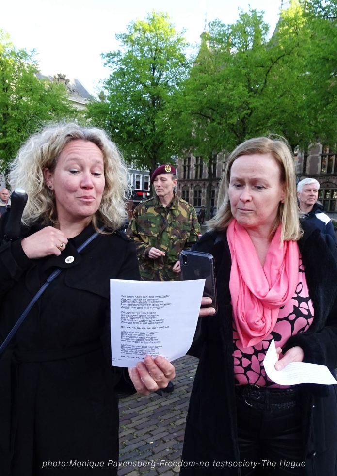 Freedom-210516-The-Hague-sing-along