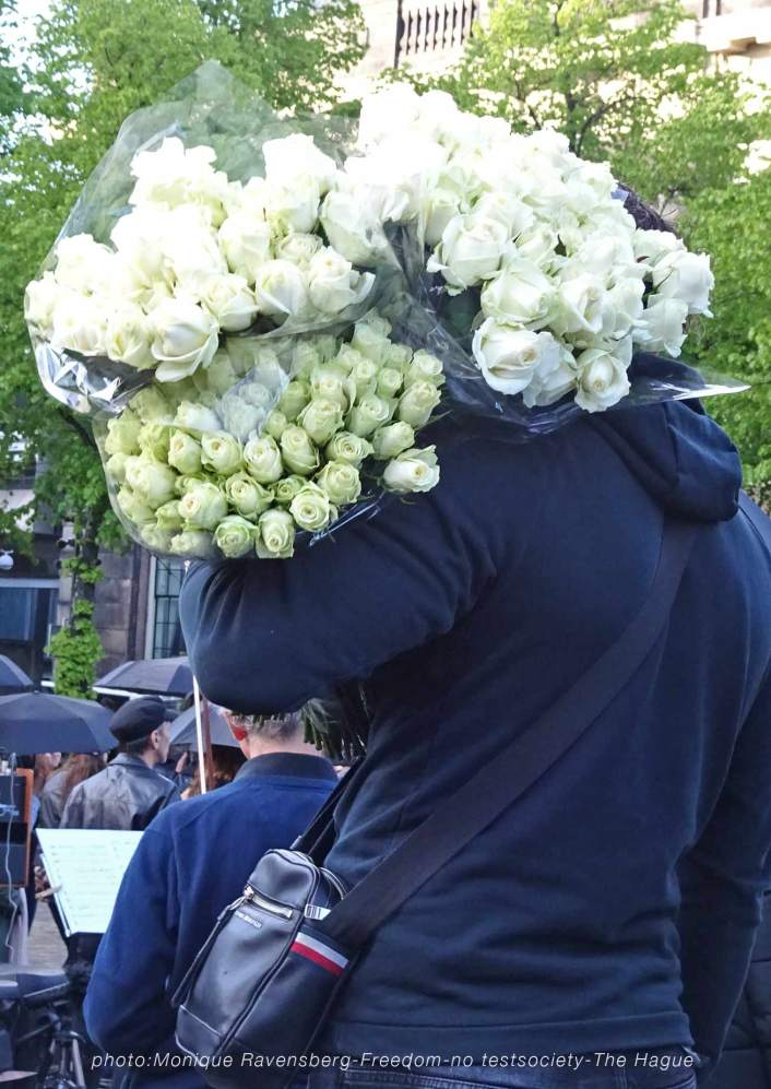 Freedom-210516-The-Hague-white-roses