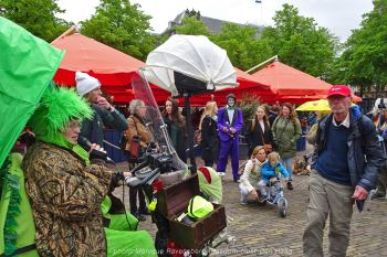 Freedom-210525-Den-Haag-Lady-frog2