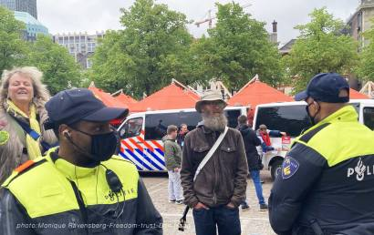 Freedom-210525-Den-Haag-police-front-and-back