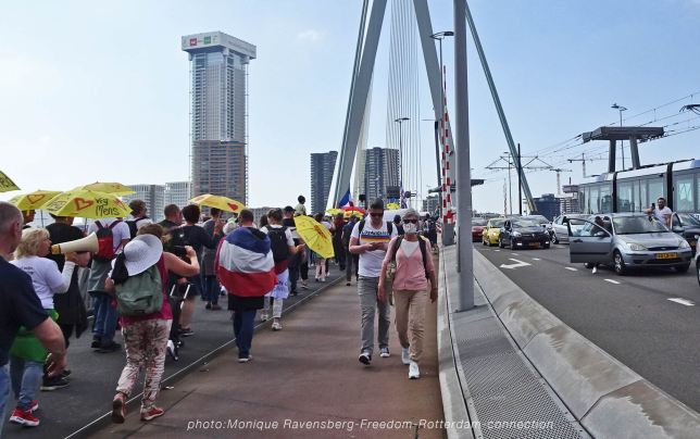 Freedom-210529-Rotterdam-bridge-march