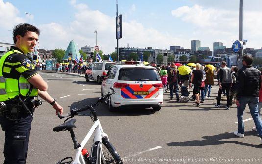 Freedom-210529-Rotterdam-bridge-Queen