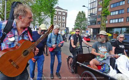 Freedom-210529-Rotterdam-ukes-for-freedom
