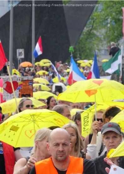 Freedom-210529-Rotterdam-yellow-umbrella