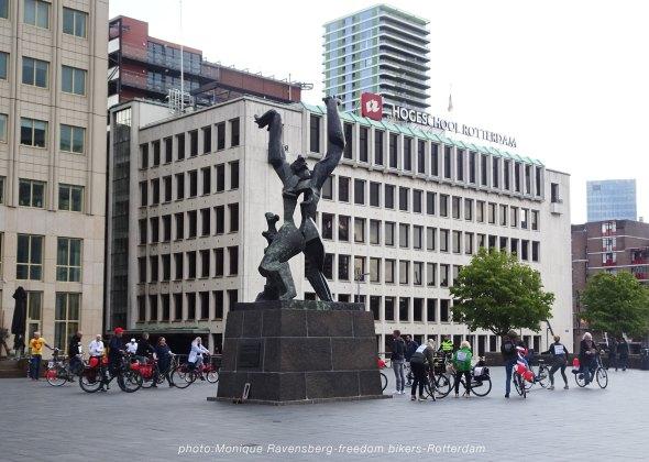 freedom-bike-R'M-210501-statue