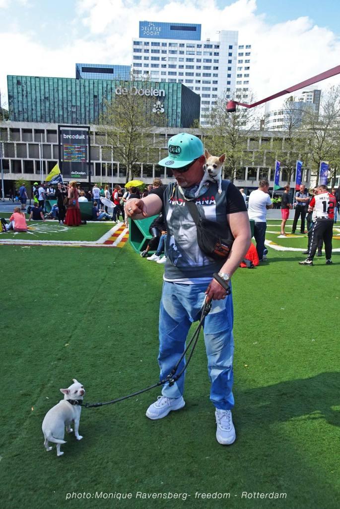 Freedom-march-210509-Rotterdam-dog4