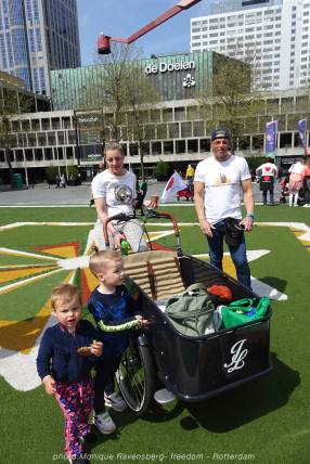 Freedom-march-210509-Rotterdam-family