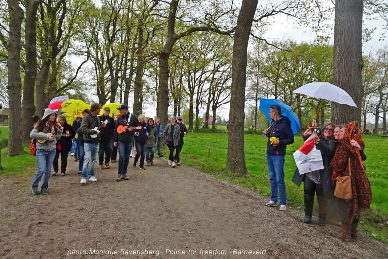 Freedom-Police-Barneveld-210508-Ukes-for-freedom2