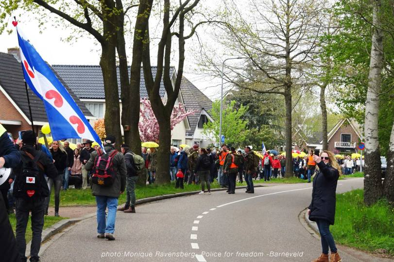 Freedom-Police-Barneveld-210508-walk-line