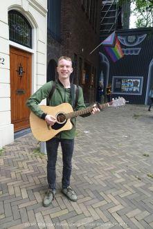 Dancer-encore-210604-Utrecht-guitar