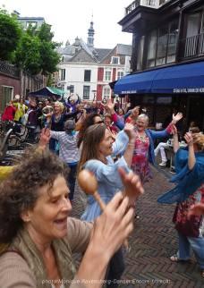 Dancer-encore-210604-Utrecht-hands-up