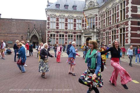 Dancer-encore-210604-Utrecht-happy