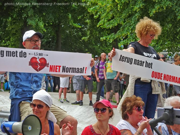Freedom-210620-The-Hague-banners