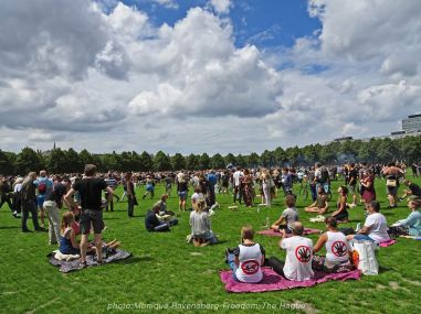 Freedom-210620-The-Hague-meditate-and-dance