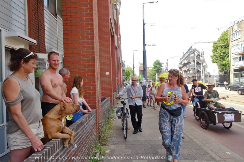 Freedom-210627-Rotterdam-Ukes-interaction
